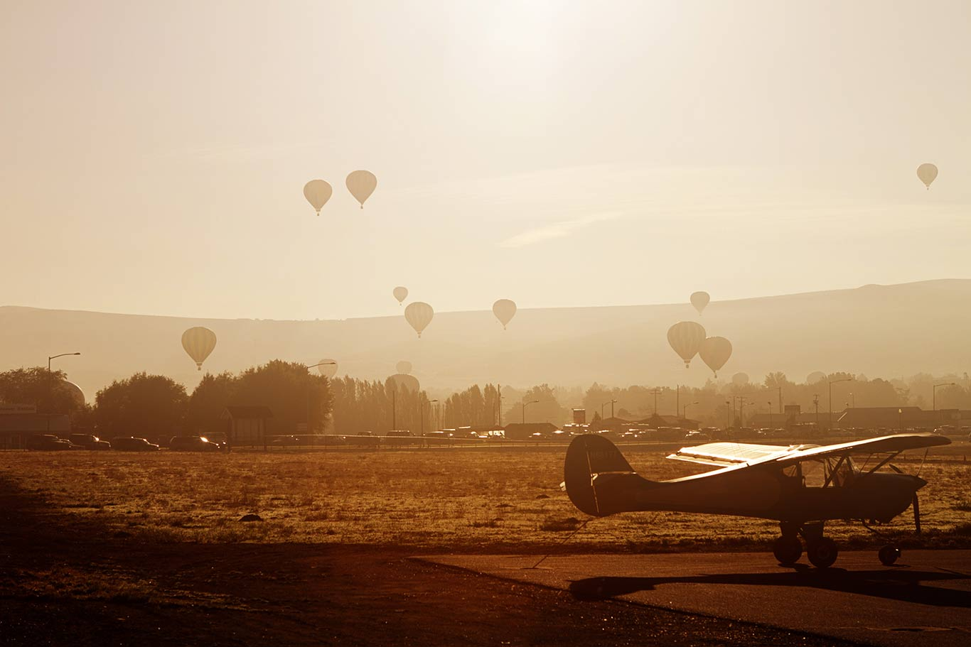 Airplane and hot air baloons